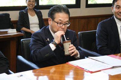 Ministro japonés probó el tereré