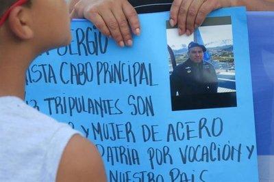 Familiares piden no olvidar a tripulantes de submarino