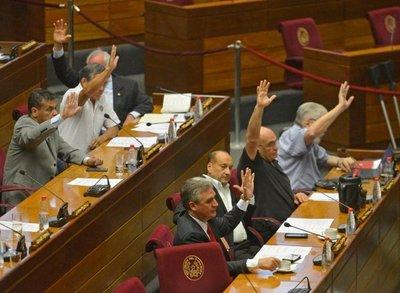 Suspenden por 60 días al senador González Daher