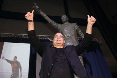 José Luis Chilavert descubrió su estatua en Vélez