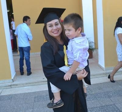 Nilsa Fretez, de la Aldea SOS a flamante odontóloga