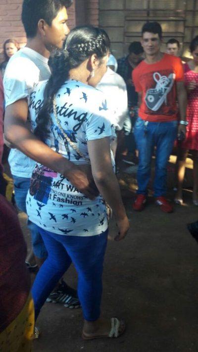 Embarazada se desmayó en plena fila