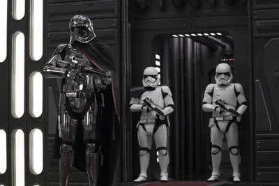 """""""Star Wars"""" logra 220 millones en EE.UU. en primer fin de semana"""