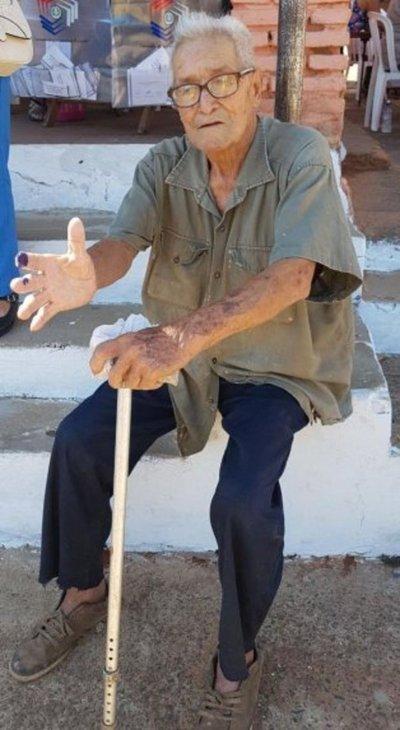A sus 94 años, es un ejemplo de civismo