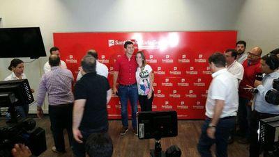 Santiago Peña reconoció derrota y felicitó a Abdo Benítez