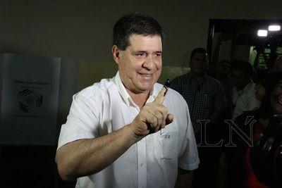 Presidente Cartes reconoce victoria de Mario Abdo Benítez