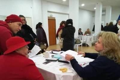 Votaciones en el exterior, con normalidad y una tendencia favorable a Marito