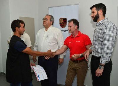 Porsche colabora en la formación de nuevos técnicos en mecánica