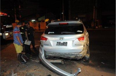 Funcionario chocó con auto de  embajada