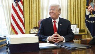 """Trump se elogia a sí mismo y se califica como un """"genio muy estable"""""""