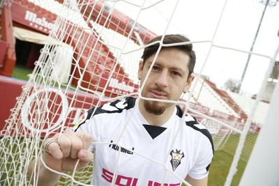 """Javier Acuña, """"un delantero muy peleón y con hambre de gol"""""""