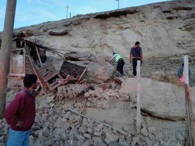 Fuerte sismo golpea sur de Perú y deja al menos un muerto
