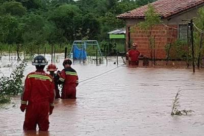 Intensas lluvias produjeron desborde del arroyo Capiatá: rescatan a 130 familias