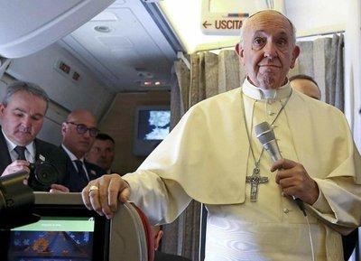 Papa advierte que el mundo está al borde de una guerra nuclear