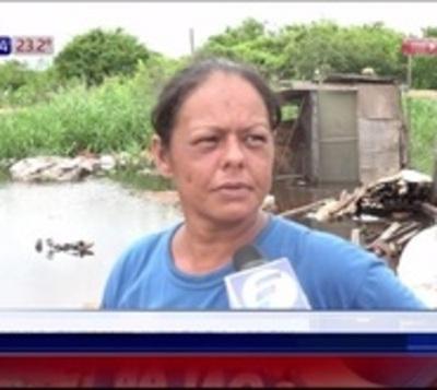 Lluvia inundó barrios en Central y crecida afecta a 1.000 familias