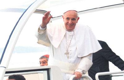 Papa Francisco pasó por Paraguay y mandó bendiciones