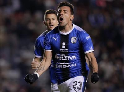 Edgar Benítez aporta al triunfo del Querétaro