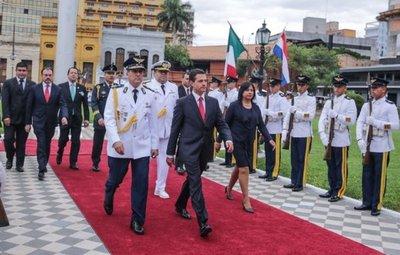 Polémica por banderas de Paraguay y México