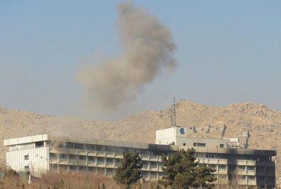 Talibanes reivindican el ataque contra un hotel de Kabul que causó seis muertos