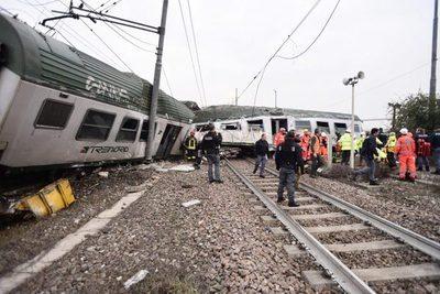 Cuatro muertos en descarrilamiento de tren
