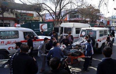Elevan a 95 los muertos en atentado en Kabul