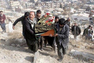 Se eleva a 103 la cantidad de muertos en atentado de Kabul