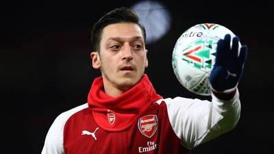 Özil renueva con el Arsenal con un sueldo de superestrella