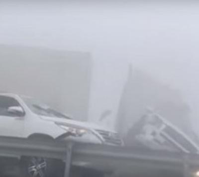 Dramático choque de 44 vehículos por falta de visibilidad