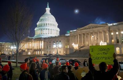 Republicanos presentan versión de proyecto de ley inmigratorio
