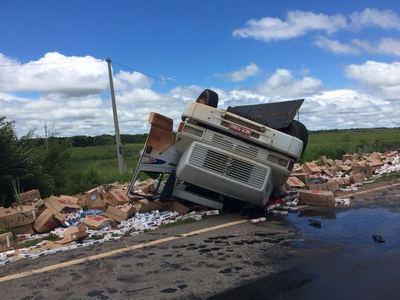 Camionero que llevaba cigarrillo de contrabando muere al huir del control policial