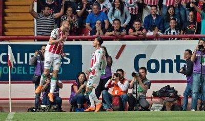 Carlos González disfruta de gran momento en Necaxa