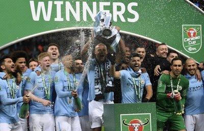 City se exhibe y levanta la Copa de la Liga