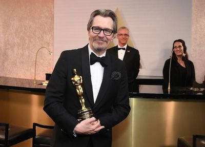 """Gary Oldman gana el Óscar a mejor actor por """"Las horas más oscuras"""""""