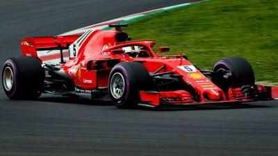 Vettel vuela en la sesión matinal y avisa a Mercedes