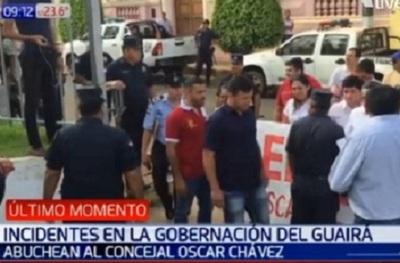 Antimotines rodean Gobernación del Guairá ante incidentes