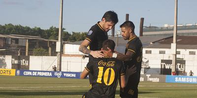 Dos goles sobre la hora le dan el triunfo a Guaraní