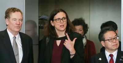 """La UE condena a los """"matones"""" del comercio en disputa con EE.UU."""