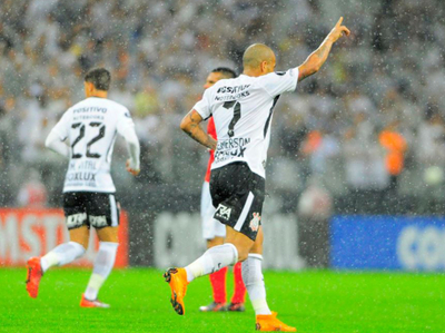 El Corinthians de Romero y Balbuena lidera el grupo G