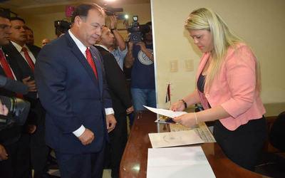Afara renuncia a la Vicepresidencia para dedicarse a su candidatura