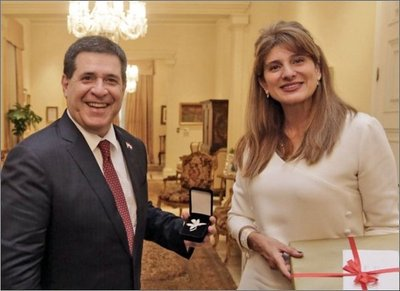 Princesa de Jordania se reúne con Cartes
