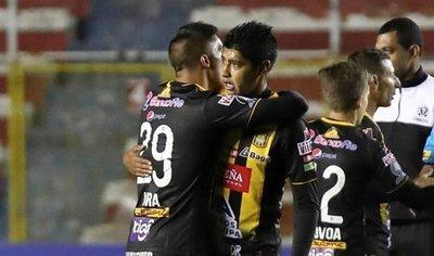 The Strongest da zarpazo al Peñarol en el Grupo C