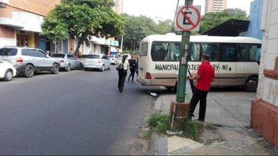 Minibus municipal en infracción