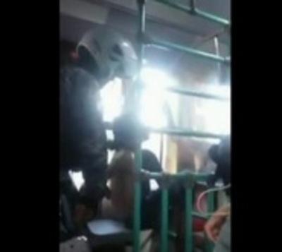 Enamorados de los 'Linces': Graban accionar de los agentes en un bus