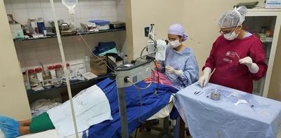 Benefician a adultos mayores con operación de catarata