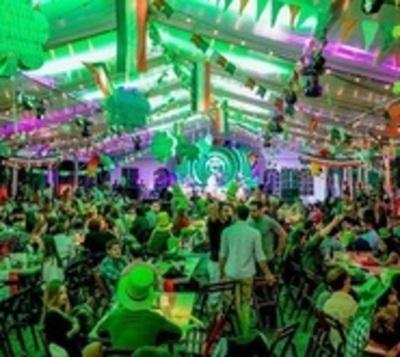 ¡Una fiesta de Saint Patrick a lo grande!