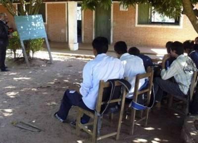 Escuelas sin pizarrones, la triste realidad de la educación en Paraguay