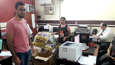 Donan alimentos y productos de limpieza a comedor y hogar de niños
