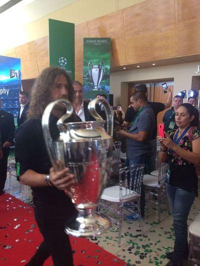 Trophy Tour UEFA Champions League, de la mano de Carles Pujol y HEINEKEN®