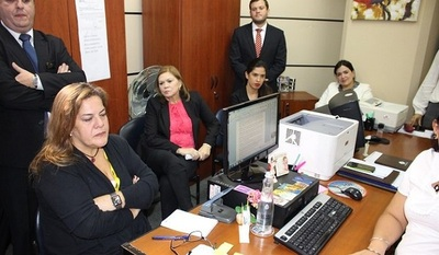 Sandra Quiñónez solicita informes sobre citación de Mabel Rehnfeldt
