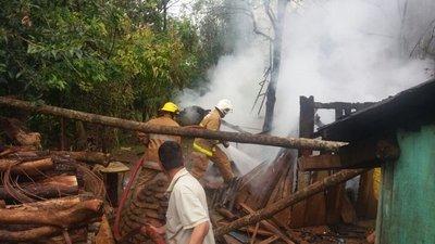 Chispa del tatakua genera incendio en una casa